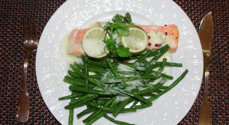 Быстрый и легкий обед из лосося с зеленой фасолью