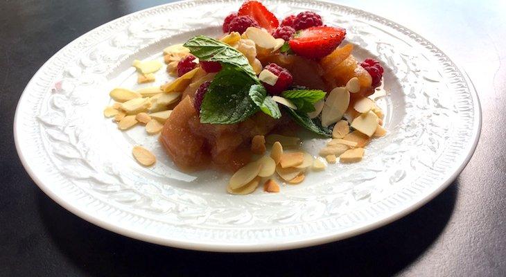 Десерт из груш и яблок в Рёмертопфе от Алана Дюкасса